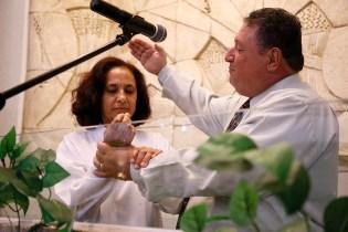 Batismo na celebração da Semana da Esperança. (Foto: Gustavo Cidral)