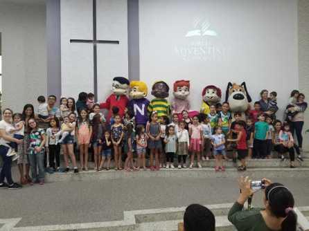Recreação e conteúdo bíblico atraíram cerca de 120 pessoas da comunidade, entre crianças e pais