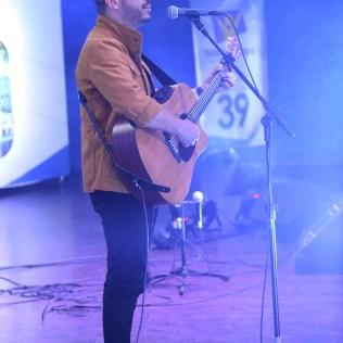 Jeferson Pilar emocionou o público com canções. (Foto: Renata Paes)