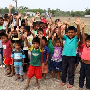Crianças da ilha San Carlo. (Foto: Dinei Avelar)