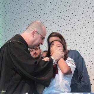 Pastor Aguinaldo batizou família para a qual deu estudos bíblicos nos últimos meses (Foto: Comunicação APL)