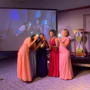 Mulheres representaram as cinco virgens néscias de Mateus 25 (Foto: Renan Lima)