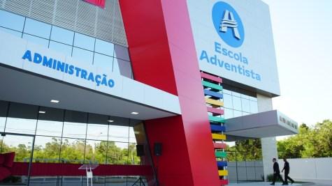 A fachada já está adaptada com a nova logo da EA