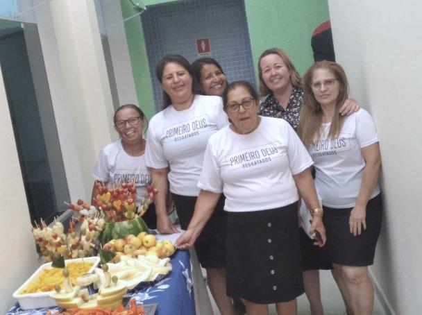 A equipe do Ministério da Mulher da Igreja Adventista do Jardim Maia preparou um desjejum especial para encerrar o projeto dos 10 Dias de Oração (Foto: Arquivo Pessoal).