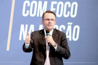 Pastor Herbert Boger, líder da ASA da Divisão Sul-Americana ministrou uma palestra sobre a solidariedade no novo testamento (Foto: Acervo APL)