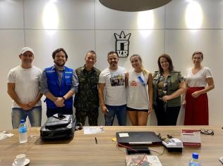 Lideranças da ADRA, exército e ONU estiveram pedindo apoio a empresários catarinenses