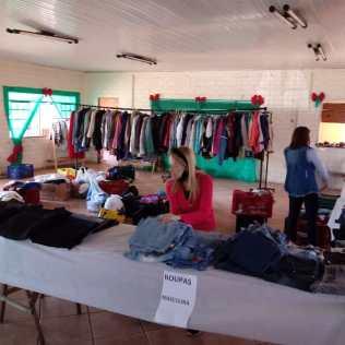 Mais de 1.500 peças de roupas foram doadas a famílias de venezuelanos[Foto: Reprodução].