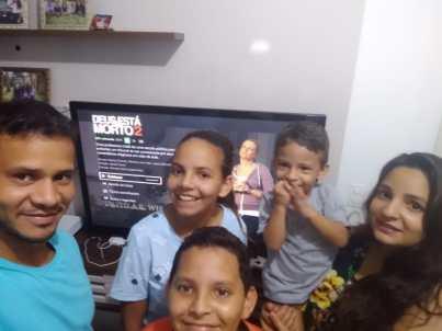 Atividades como assistir um filme cristão em famílias são algumas das atividades propostas