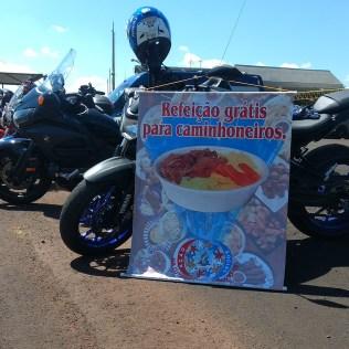 Motoristas eram avisados que receberiam uma refeição grátis. (Foto: Marcos Pereira)