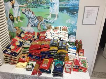 Foram arrecadados 200 quilos de alimentos durante a ação social.[Foto: Reprodução].