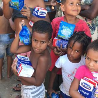 Crianças da comunidade Parque Vila Nova, em Duque de Caxias. (Foto: Divulgação)