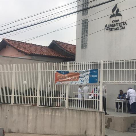 Pela primeira vez templo Adventista do Jardim Germânia, na zona Sul de São Paulo, abriu as portas para ação em parceria com Unidade Básica de Saúde do bairro (Foto: Valter Araújo)