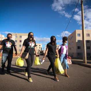 A ação teve cerca de 90 voluntários e foi dividida em três partes. (Foto: Divulgação)