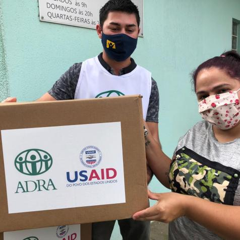 Além dos materiais de higiene, cada caixa contava com cinco máscaras