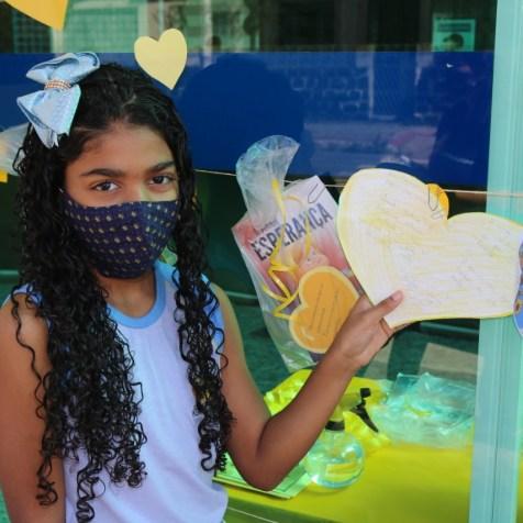 Yasmin foi à escola deixar seu bilhete (Foto: Ana Paula Oliviera)