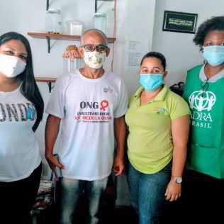 Graças à parceria com a Secretaria Municipal de Saúde, alunos e professores voluntários da Casa de Lió puderam fazer os testes (foto: reprodução)