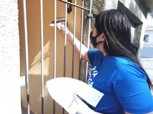 Livros também foram deixados em caixas de correio (Foto: Vanessa Moraes)