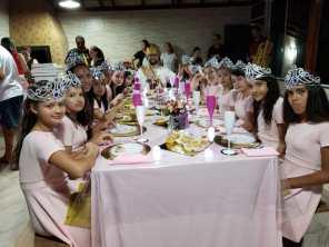 Jantar supresa foi preparado especialmente para as meninas.[Foto: Reprodução].