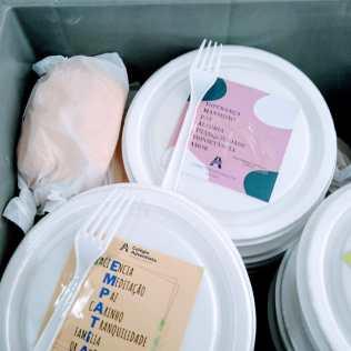 Cada marmita tinha um apóstrofo diferente (Foto: Mírian Dutra)