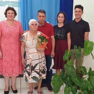 Dona Catharina com seus familiares após o seu batismo. [Foto: Arquivo de familiares].