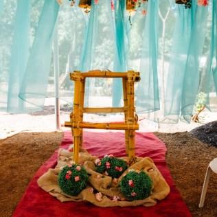 Altar feito pelos funcionários com bamboo (Foto: Divulgação)