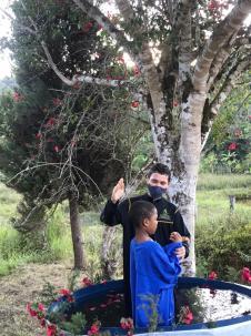 Daniel Santos uma das crianças que tomou a decisão pelo batismo. (Foto: Colaboração)