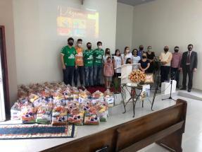 Conselheiros da chapecoense e voluntários da Ação Solidária Adventista.[Foto: Reprodução].
