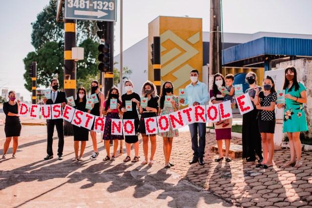 Ação no semáforo em Espigão do Oeste. (Foto: Luci Oliveira)