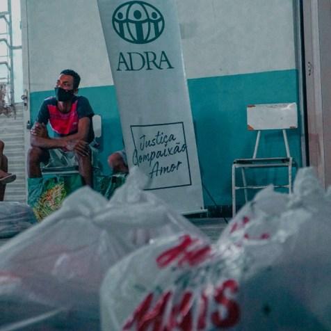 Cada família recebeu uma cesta com 9kg de alimentos. (Foto: Ivo Araujo)