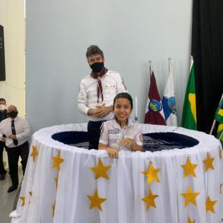 Durante celebração, crianças foram batizadas.