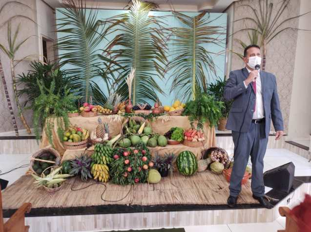 Pastor Madison, em Festa das Primícias no distrito de Lagoinha - Cândido Sales (Foto: Colaboração)