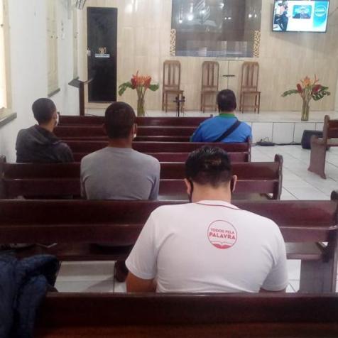 Os evangelistas acompanharam o programa reunidos por distrito ou de casa. (Imagem: reprodução)