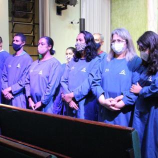 Pessoas preparadas para o batismo (Foto: Comunicação APL).