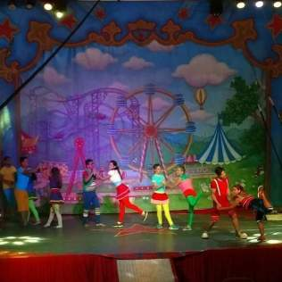 Michelly atuando nos palcos do circo. (Foto: Arquivo Pessoal)