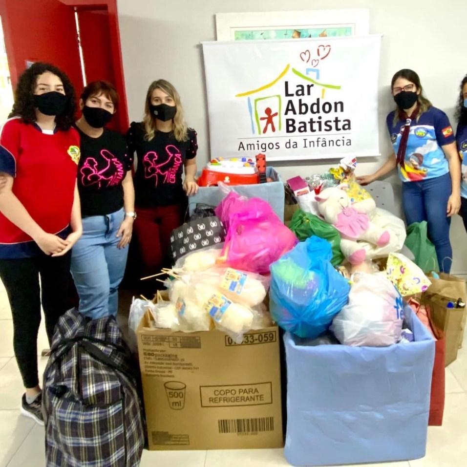 Brinquedos foram entregues no Lar Abdon Batista, em Joinville. [Foto: Reprodução].