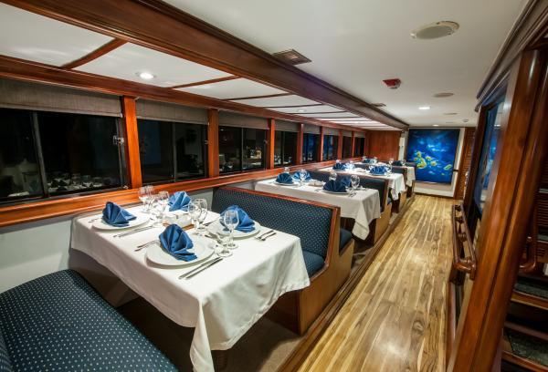 Eric Amp Letty Galapagos Yachts Book Galapagos Cruises