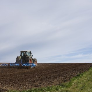 Subsolador é implemento agrícola útil na preparação do solo