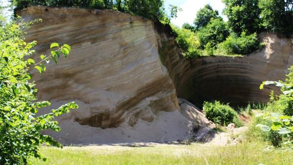 Estrato são camadas rochosas que formam a crosta terrestre