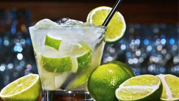 Limão taiti é o tipo de limão usado na brasileiríssima caipirinha