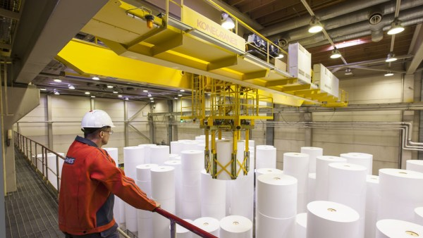 Papel é produzido de diversas formas e movimenta uma indústria bilionária