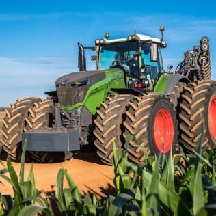 Trator é indispensável no campo e também nas fazendas