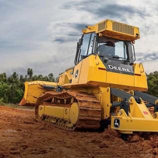 Trator de esteira é muito usado em escavação, terraplanagem e reboque