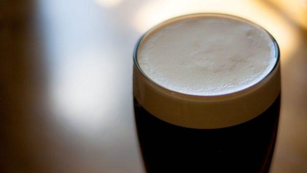 Cerveja escura reúne fãs com aromas e sabores diversificados