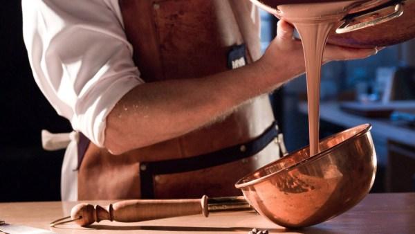 Os melhores chocolates passam por processos diferentes de fabricação