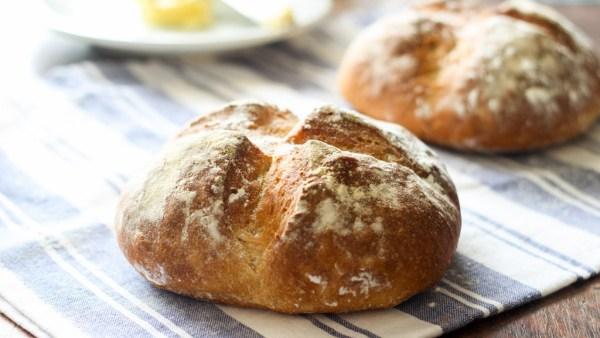 Pão italiano tem casca crocante e é macio por dentro