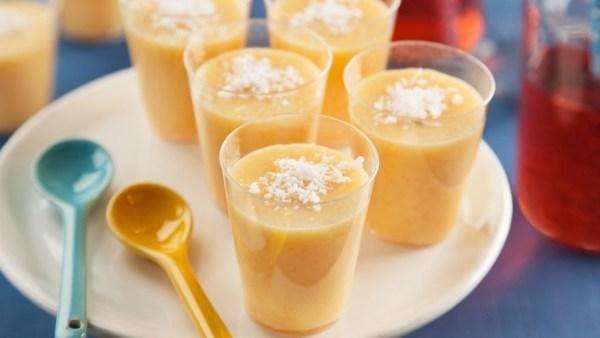 Cocada cremosa, variação da cocada tradicional, é deliciosa