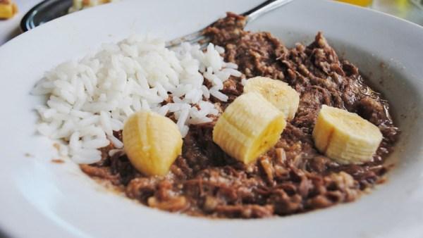 Barreado é um prato originário do litoral do Paraná