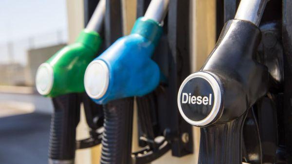 Óleo diesel é derivado da destilação do petróleo bruto