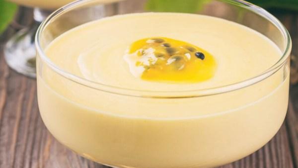 Mousse de maracujá é sobremesa clássica e fácil de preparar