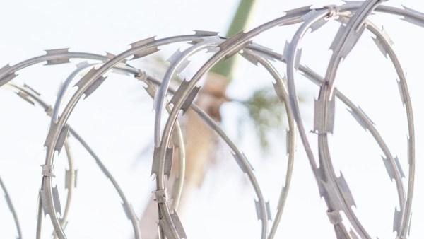 Cerca concertina tem vários modelos e oferece segurança contra invasões